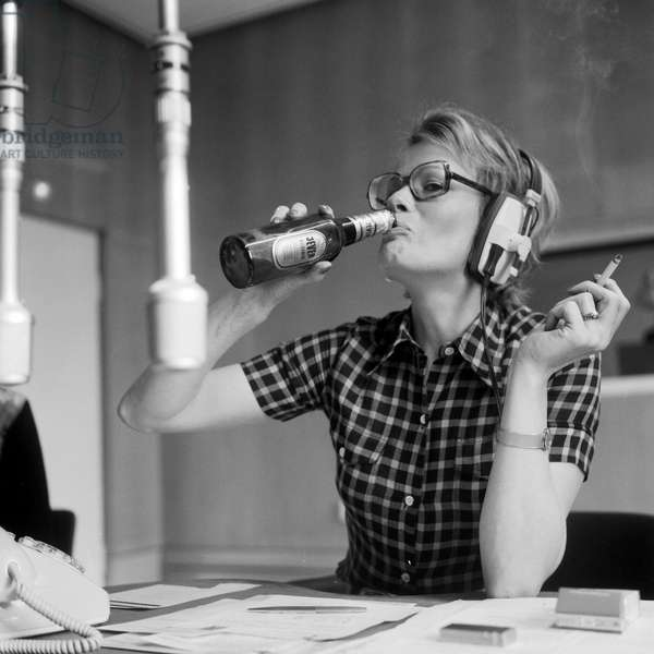 German journalist and author Wibke Bruhns having a beer at a radio studio, end 1960s