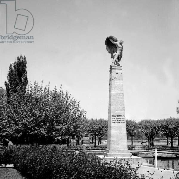 Zeppelin monument at gondola harbor of Constance, Germany 1930s (b/w photo)