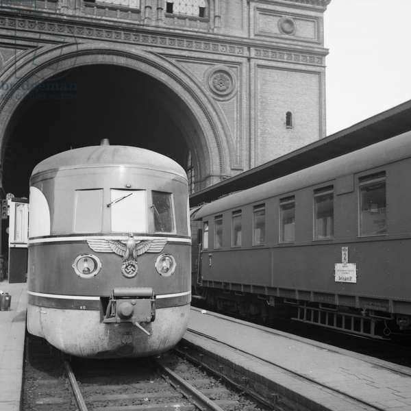 Express train of the Deutsche Reichsbahn with the regime's logo, Germany 1930s (b/w photo)