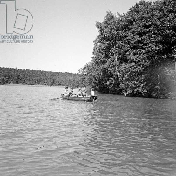 Rowing on lake Werbellinsee at the leisure camp of Deutsche Arbeitsfront in Altenhof, Brandenburg, 1930s (b/w photo)