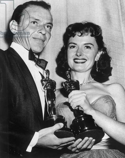 FRANK SINATRA and DONNA REED with Oscars , Academy Awards, Best supporting actor and actress, 1953, From Here to Eternity.