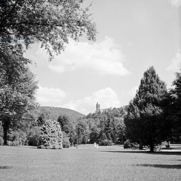 Beautiful spa garden, Germany 1930s (b/w photo)