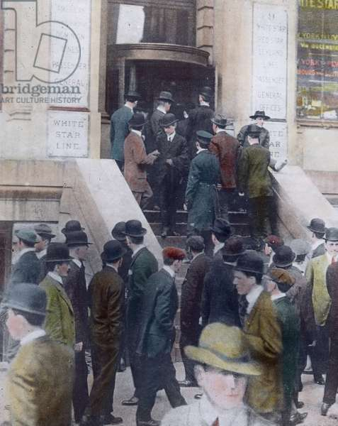 The maiden voyage of the Titanic 1912, Titanic disaster, relative and friends of Titanic passengers in New York, history, historical, illustration, Carl Simon, hand coloured glass slide