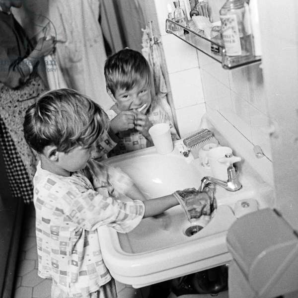 Two little children brushing their teeth, Germany 1950s