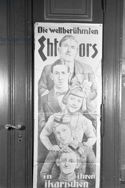Poster of circus artist's family Ehtor at a circus artist's school, Germany 1930s (b/w photo)