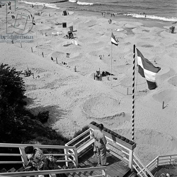 At the beach of the Baltic Sea bath Rauschen in Sambia region in East Prussia, Germany 1930s (b/w photo)