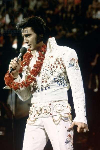 ELVIS PRESLEY on stage in Hawai (1973)