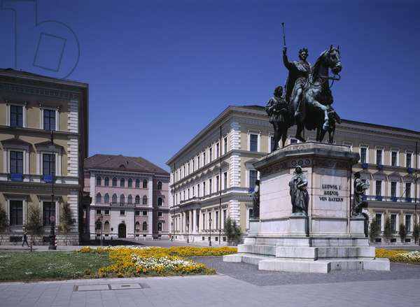 Odeonsplatz with Palais Ludwig Ferdinand, Palais Leuchtenberg, and the equestrian statue of King Ludwig I, Munich, Germany, 1989 (photo)