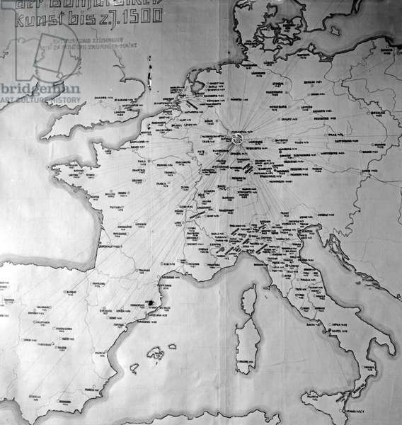 A map of Europe at the printing museum at Mainz shows the chronological dimensions of printing, Germany 1930s (b/w photo)