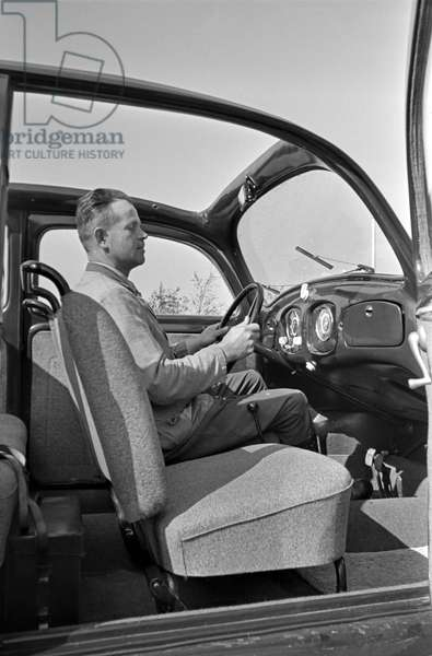 View from the kerbside into the Volkswagen beetle or KdF car, model with folding roof, Germany 1930s (b/w photo)