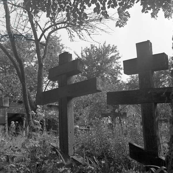 Russian cemetery at Eckartsdorf in Masuria in East Prussia, Germany 1930s (b/w photo)