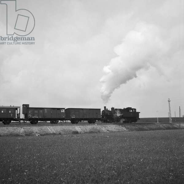 Passenger train of the Deutsche Reichsbahn, Germany 1930s (b/w photo)