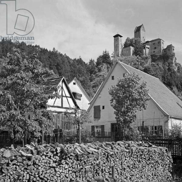 View from market to the castle at Kipfenberg in Altmuehltal valley, Germany 1930s (b/w photo)