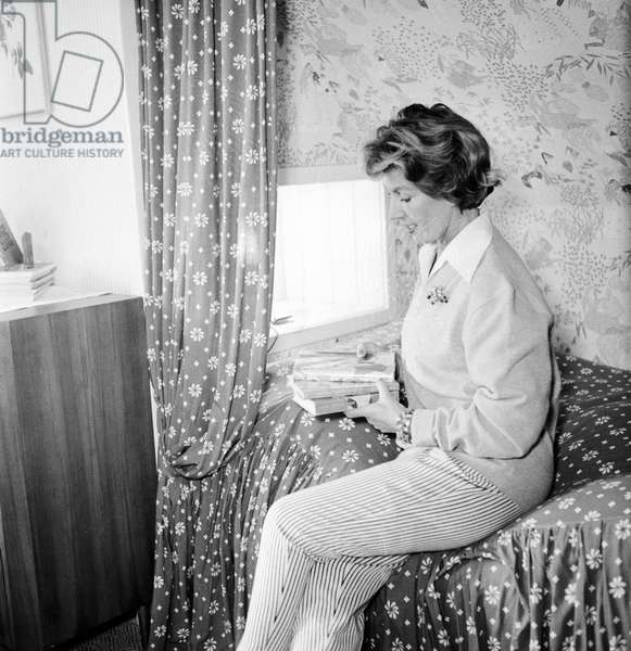 German singer and actress Lale Andersen at her house, called Sonnenhof, on the East Frisian island Langeoog, mid 1957