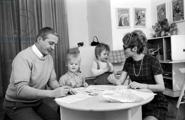 Werner Bruhns and his wife Wibke painting with their children in their room, end 1960s