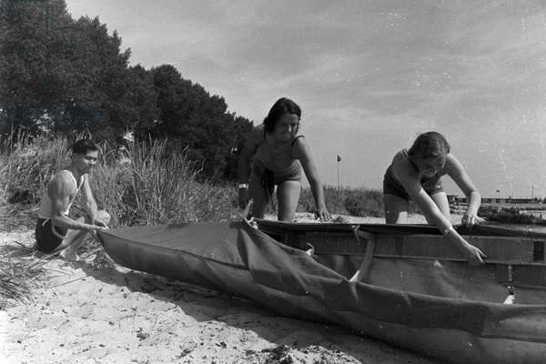 Vacation at the Baltic Sea, Germany 1930s (b/w photo)
