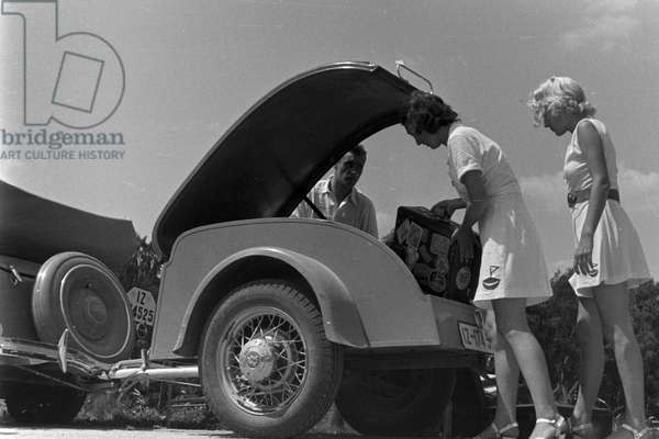 Vacation by car, Germany 1930s (b/w photo)