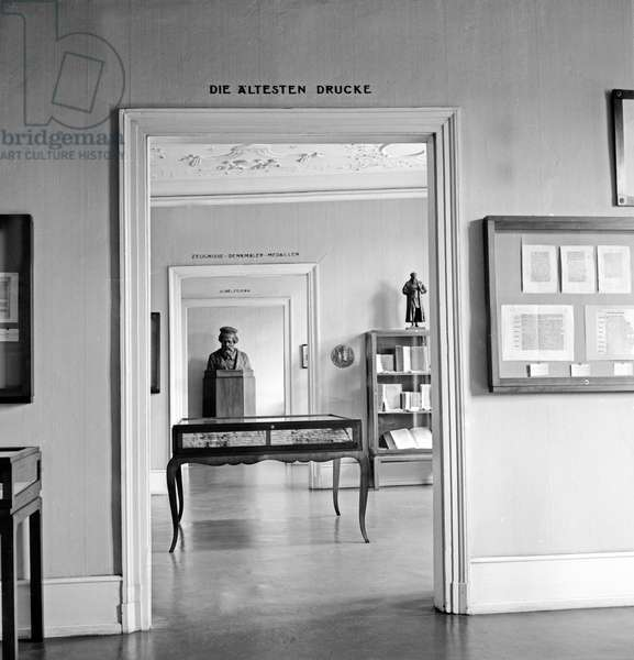 Inside the Gutenberg museum in the city of Mainz at the room with the oldest preserved pieces of print, Germany 1930s (b/w photo)