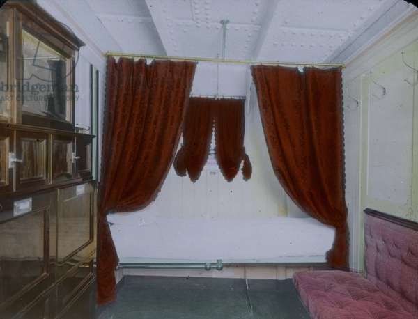 The maiden voyage of the Titanic 1912 - sleeping cabin of the Titanic - Carl Simon, hand coloured glass slide