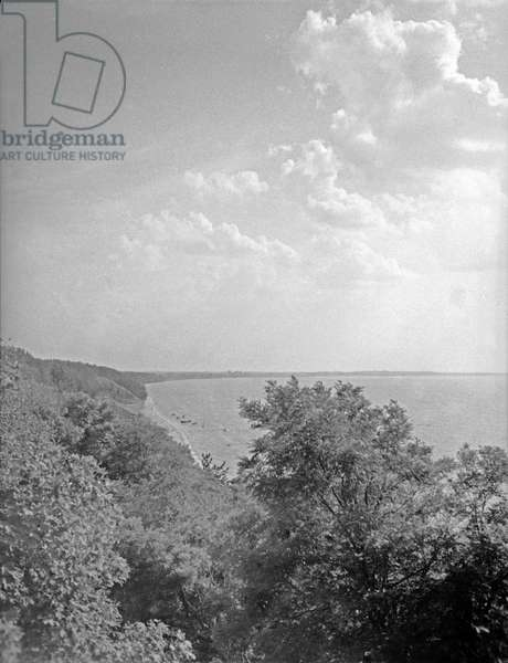 The coastal line of Vistula Lagoon between Balga and Follendorf, East Prussia 1930s (b/w photo)