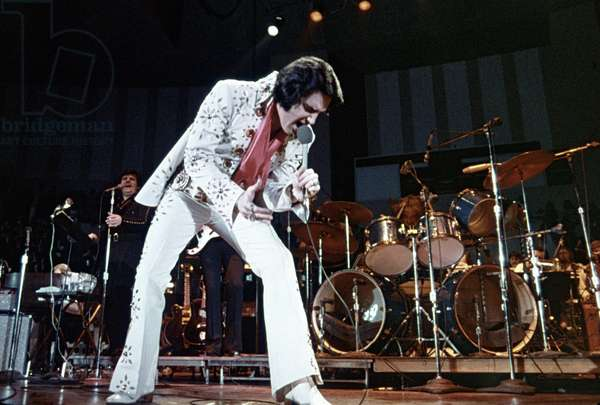 ELVIS PRESLEY on stage (1974)
