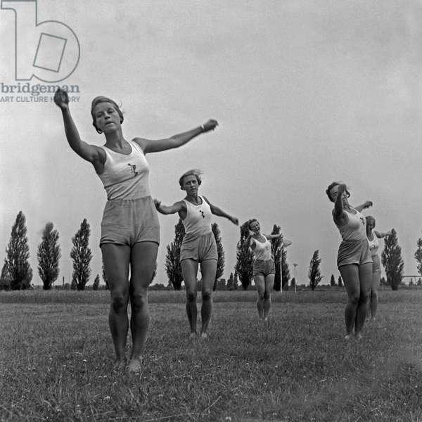 Women doing gymnastics at the Logau school for women's gymnastics in Hanover, Germany 1930s (b/w photo)