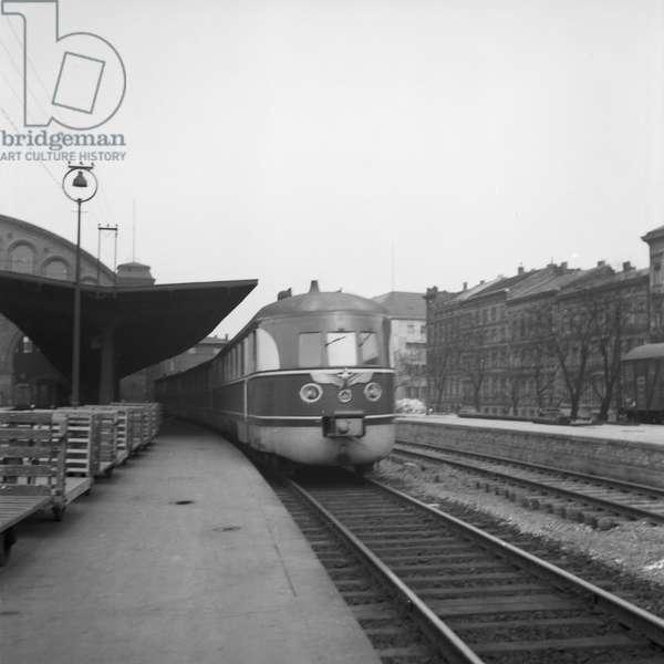 Express train of the Deutsche Reichsbahn with the regime's logo, Germany 1930s (b/w photo)