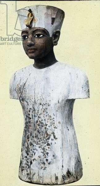 Egypt, Cairo, Bust of Tutankhamun in the museum, image date: circa 1924. Carl Simon Archive
