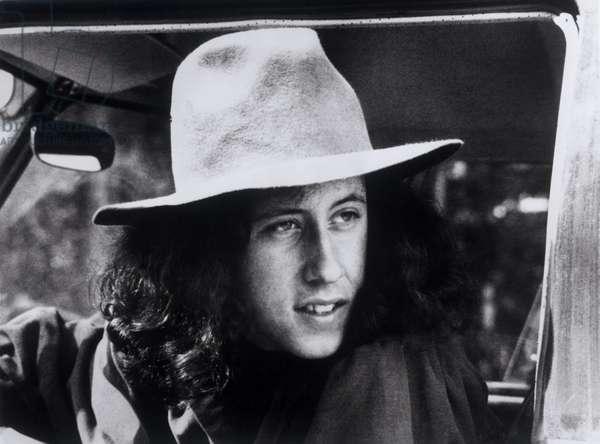 """Portrait d'Arlo Guthrie. Scene tiree du Film documentaire """"""""Woodstock"""""""" de Michael Wadleigh tourne lors du festival de musique, emblematique du mouvement hippie, qui eut lieu entre le 15 et le 18 aout 1969."""