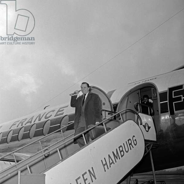German violinist Helmut Zacharias at the arrival at Hamburg airport, Germany 1950s