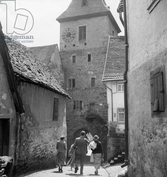 Lane with view to St Mary Immaculata at Hirschhorn on river Neckar in the Odenwald region, Germany 1930s (b/w photo)