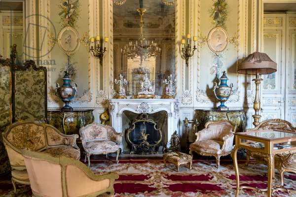 Louis XV-style cabinet, Villa Malfitano Whitaker, 19th century, Palermo, Sicily, Italy, 2015 (photo)