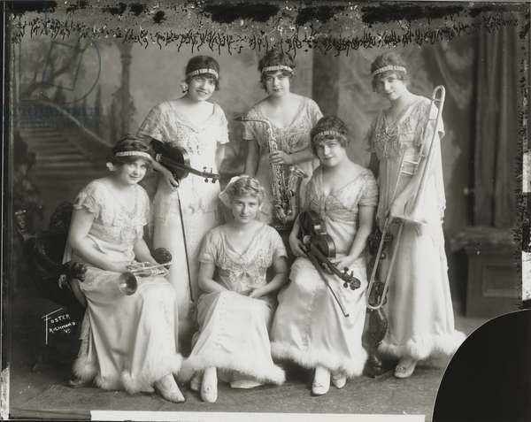 The Kirksmith Sisters, 1915 (b/w photo)