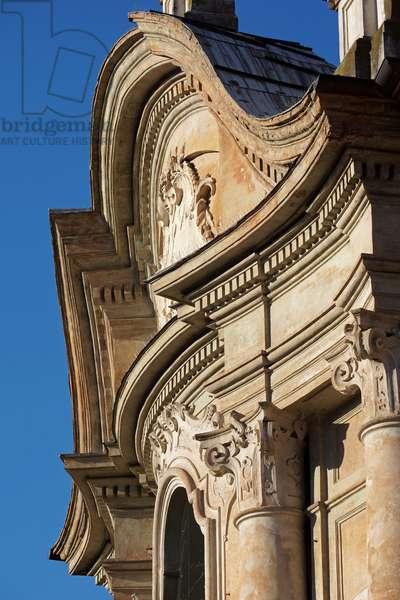The curvilinear tympanum of the Church of Christ, Reggio Emilia, Emilia-Romagna, Italy (photo)