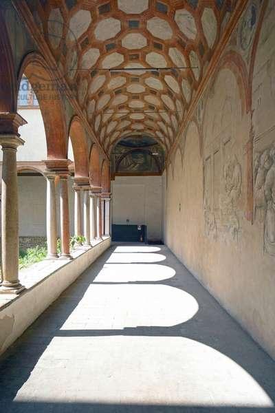 Small cloister of St. Peter, Reggio Emilia, Emilia-Romagna, Italy (photo)