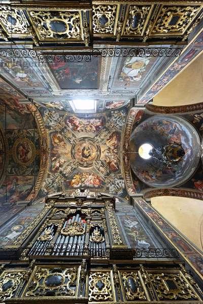 Frescoes and organ inside San Prospero, Reggio Emilia, Emilia-Romagna, Italy (photo)