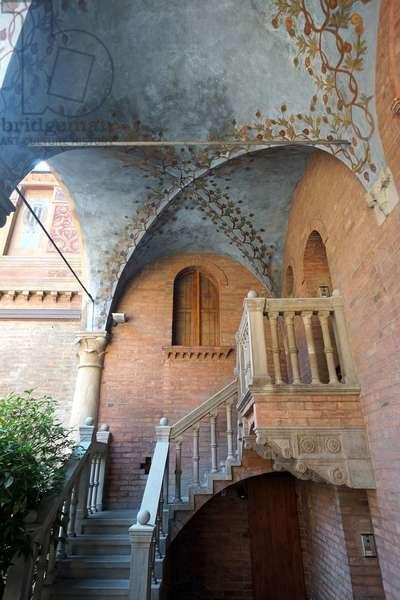 Frescoed vaults in the courtyard of Palazzo Fontanelli, Reggio Emilia, Emilia-Romagna, Italy (photo)
