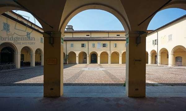 Great cloister of San Domenico, Reggio Emilia, Emilia-Romagna, Italy (photo)