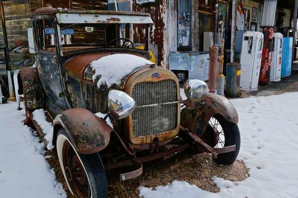 Vintage Gasstation and model T