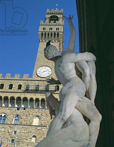 Palazzo Vecchio and Giambologna's Rape of the Sabine, Piazza della Signoria, Florence (photo)