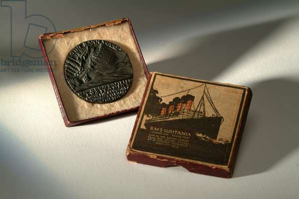 Replica of a medal commemorating the sinking of the 'Lusitania'