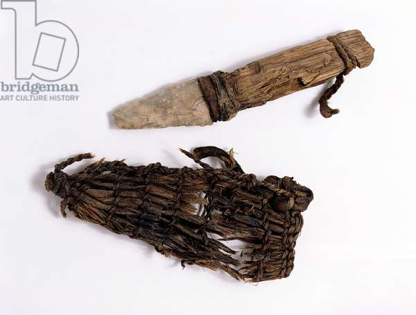 Dagger and scabbard found with the Oetzi Iceman (bast, leather, ash wood and flint)