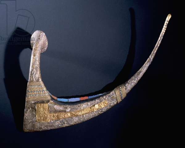 Ceremonial sickle sheathed in gold and electrum