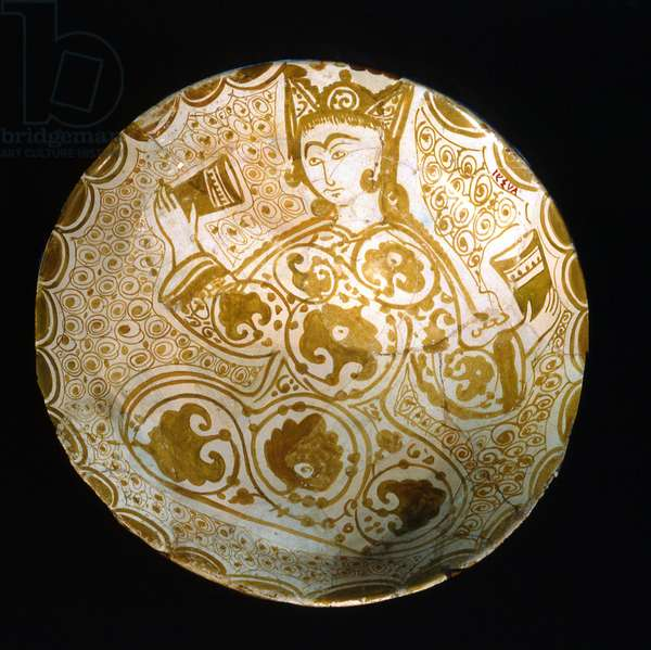 Plate with a seated figure holding drinking vessels, Fatimid Dynasty (lusterware with opaque white glaze)