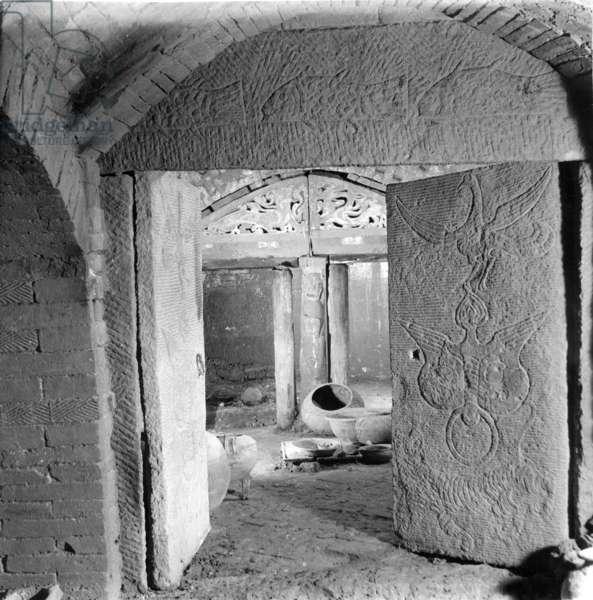 Han dynasty tomb interior