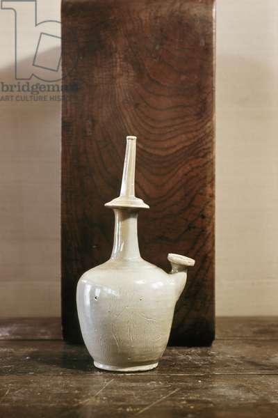 White glaze ceramic pot with willow motif