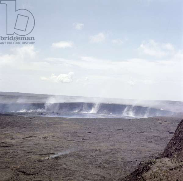 Kilauea, the largest of Hawaii's active craters, is an independent volcano on the edge of Mauna Loa, at a height of 4