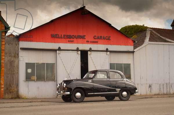 Vintage car outside garage, Wellesbourne, Warwickshire, 2011 (photo)
