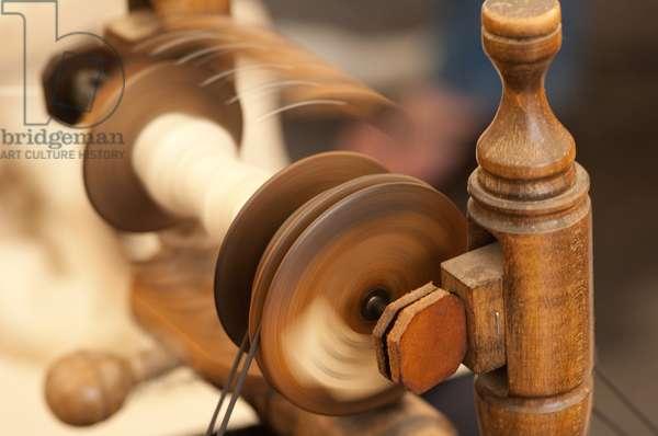 Wool spinning, Shipston-on-Stour, Warwickshire, 2011 (photo)
