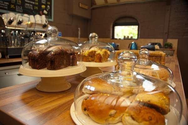 Pastries and cakes (photo)